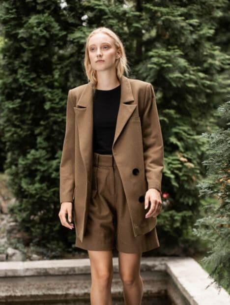 Camélle High-Waist Pleated Brown Shorts