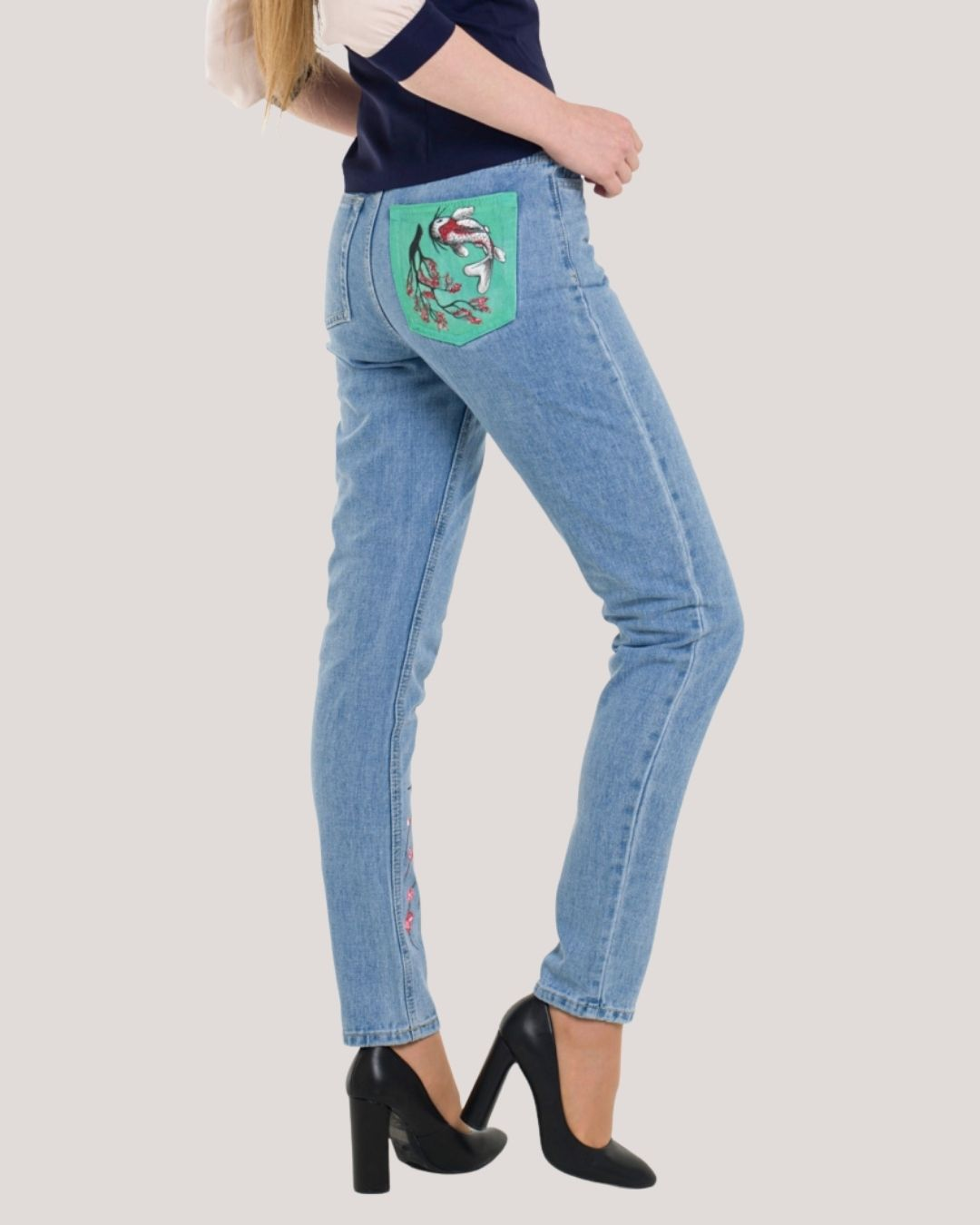Women's Fit Mom Blue Jeans With Hand Painted Pocket